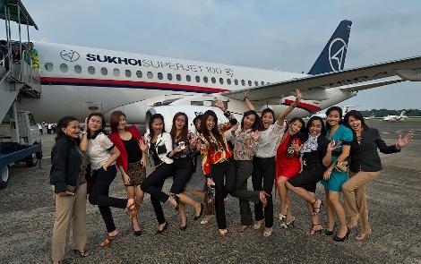 Pramugari Sukhoi super jet 100