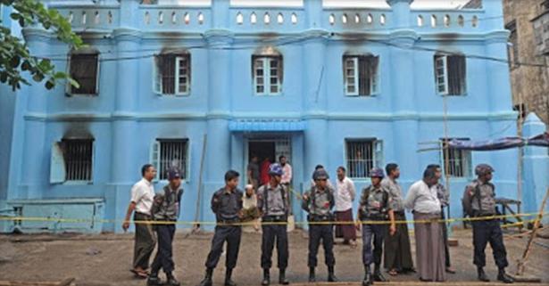madrasah-di-Burma-dihancurkan-2