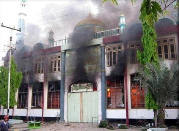 masjid-dibakar01