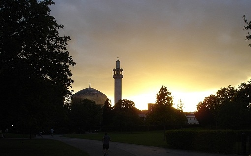 regents-park-mosque-in-london-england