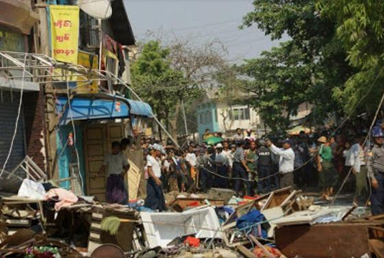 toko-Muslim-Burma-dihancurkan