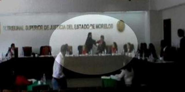 Hakim-Berkelahi-di-Meksiko